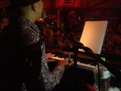 「生演奏」はキーボードやバンド演奏も承ります!